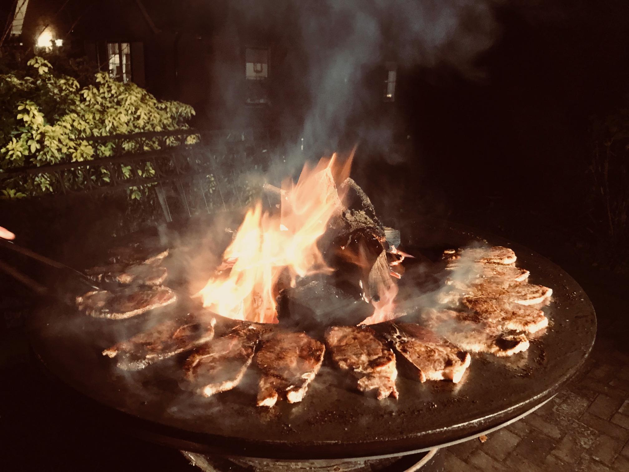 Ofyr voor een barbecue feest in de winter